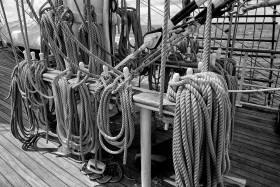 ACCASTILLAGE;BLACK AND WHITE;DECK FITTINGS;GREEMENT;NOIR ET BLANC;RIGGING;CORDAGE;ROPE