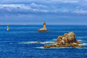 PAYSAGE;BORD DE MER;SEASCAPE;ROCHER;ROCK;MER;SEA;PHARE;LIGHTHOUSE;RAZ;SEIN;PLATE