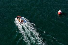 BATEAU;BOAT;SHIP;PECHE;FISHING;TOURELLE;BEACON;BABORD;PORT;ROUGE;RED;BRETAGNE;AERIEN;AERIAL